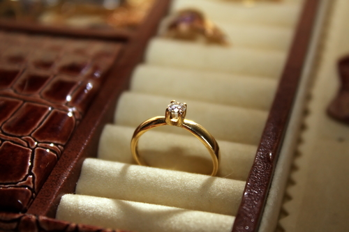 Diamond Ring Gold Band - Engagement Rings San Marcos