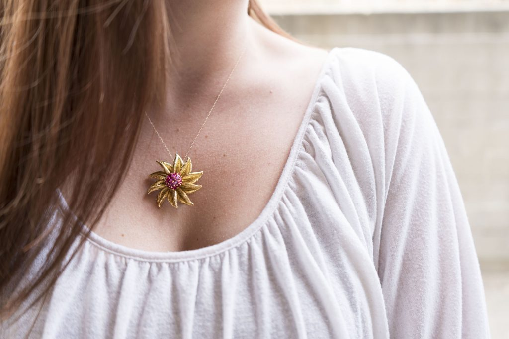 5 creative ways of brooch jewelry.