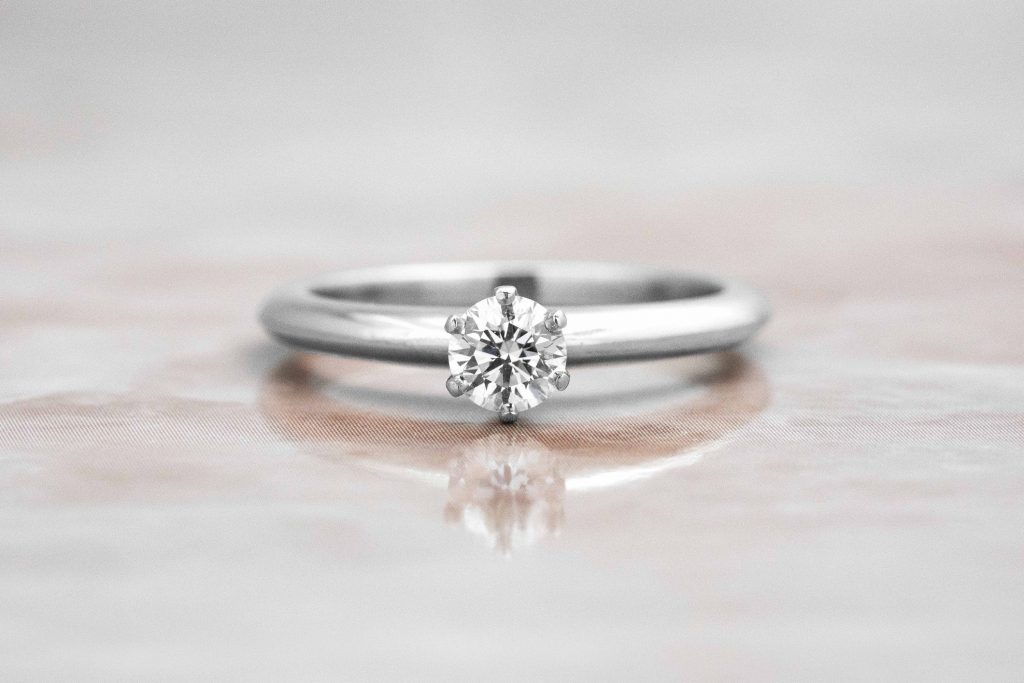 dainty classic solitaire