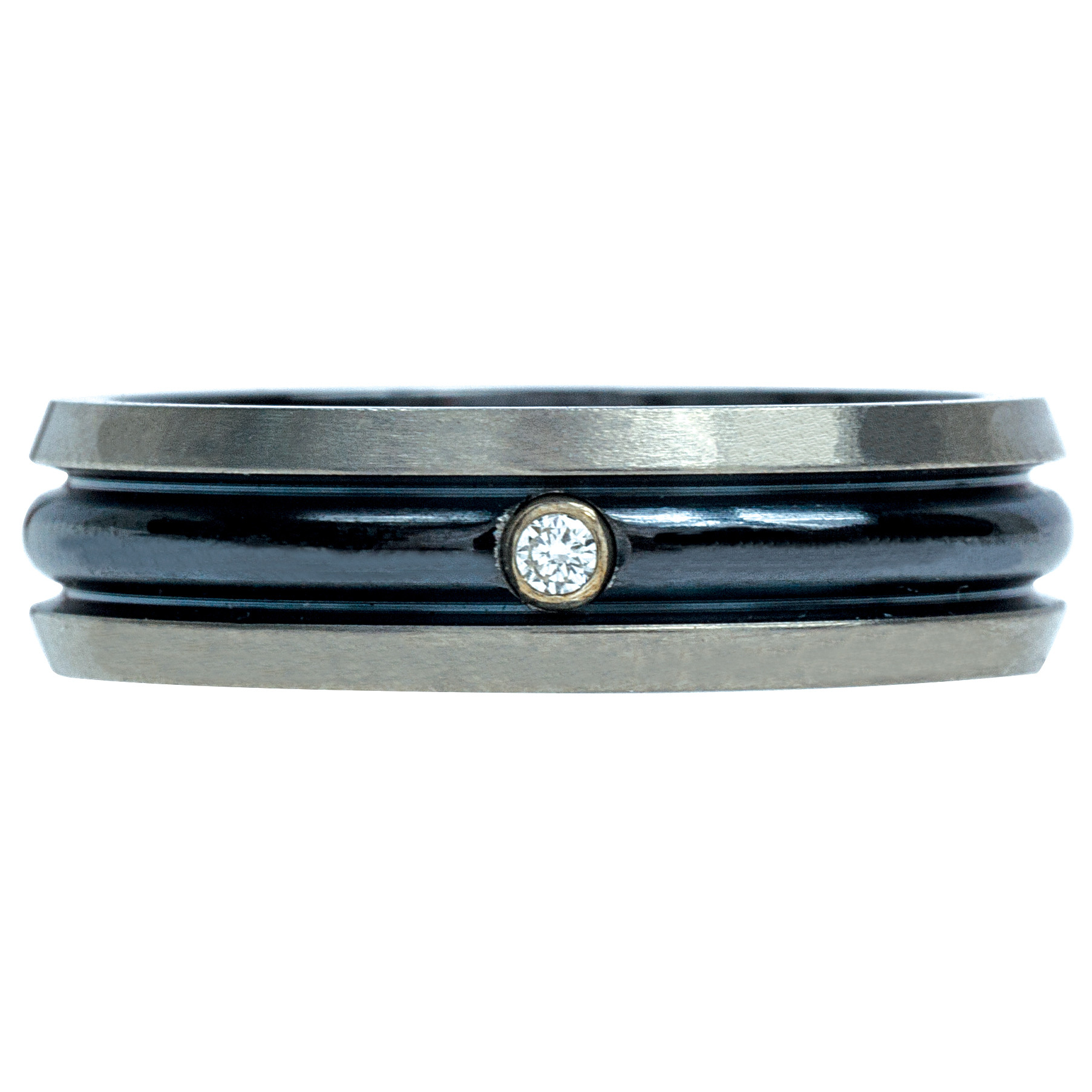 New Hearts On Fire® Commanding Dome Bevel Band