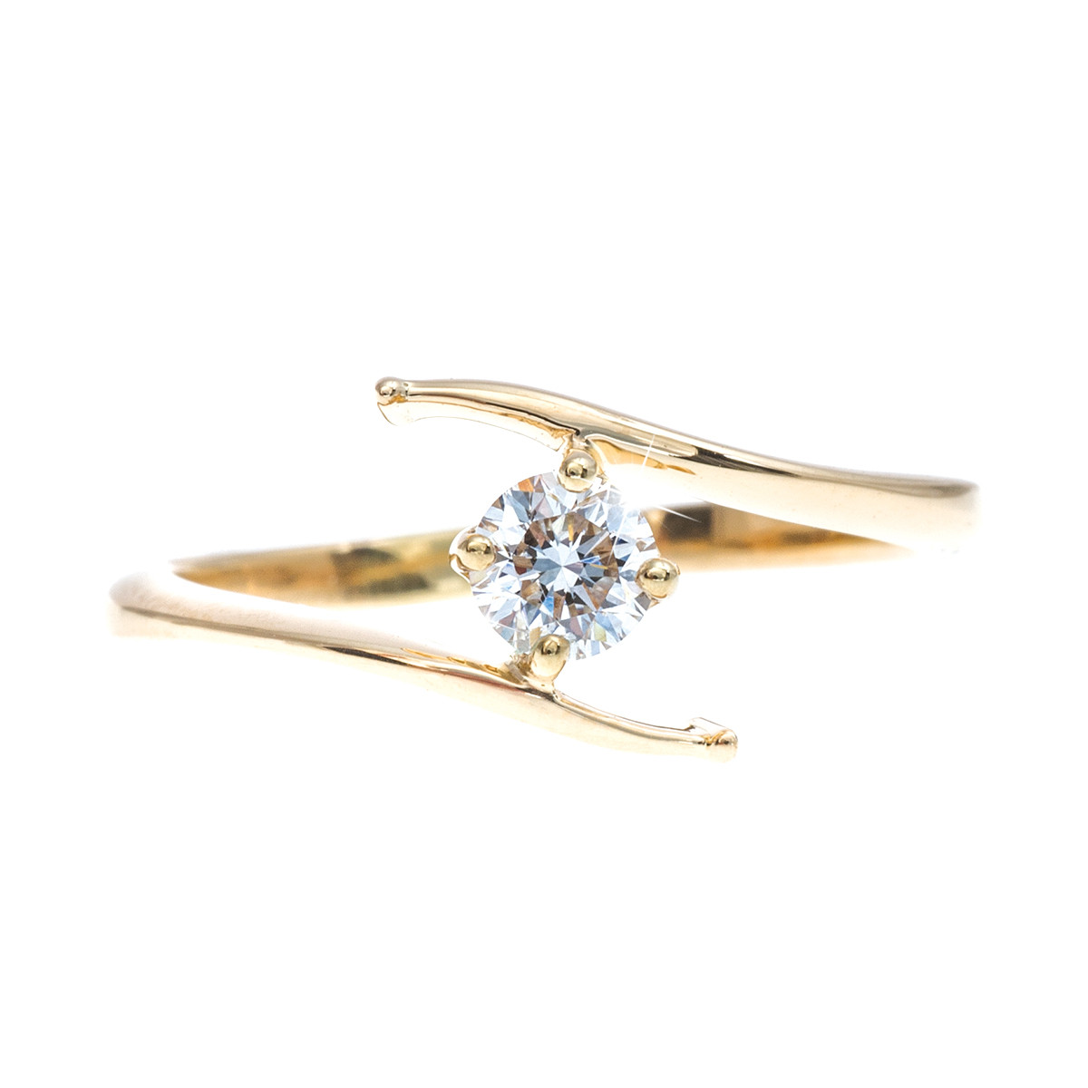Vintage 18k gold ring set with a 0.26 ct diamond